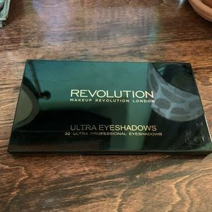 Revolution- eyeshadow palette